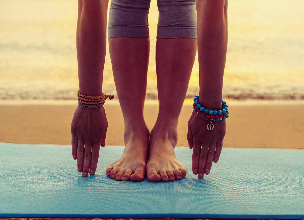 girl-stretching-yoga