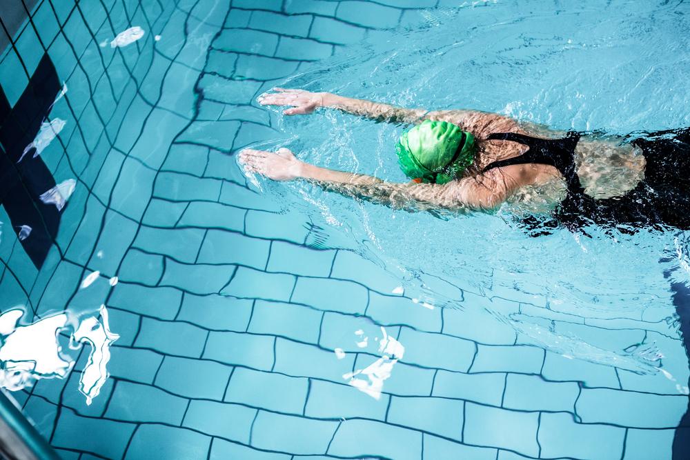 healthy-girl-swimming
