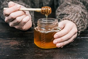 12 Life-saving Health Benefits of Organic and Raw Honey