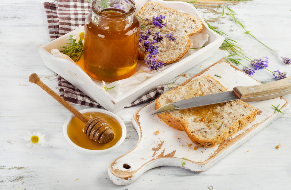 honey-spread-on-white-bread