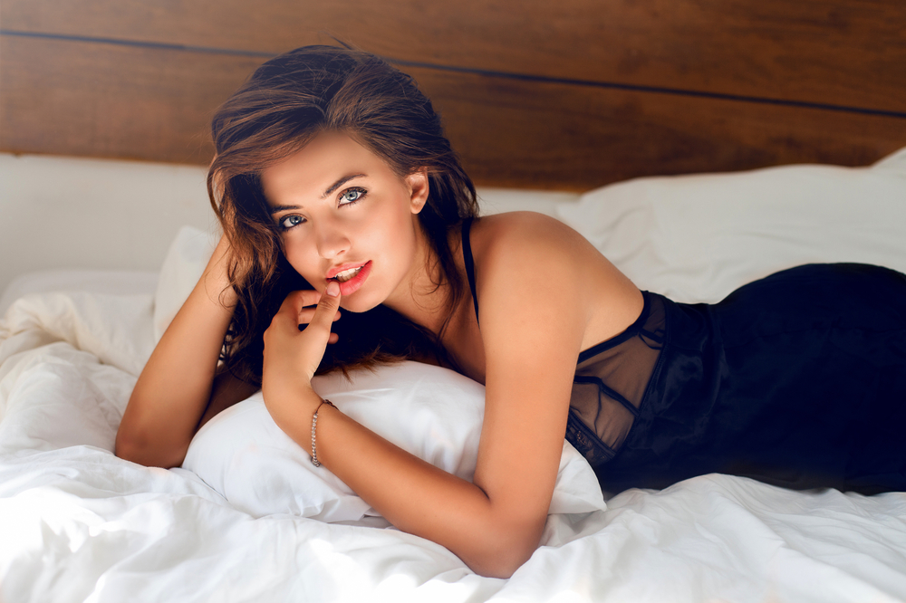 pretty-and-sexy-woman-on-bed