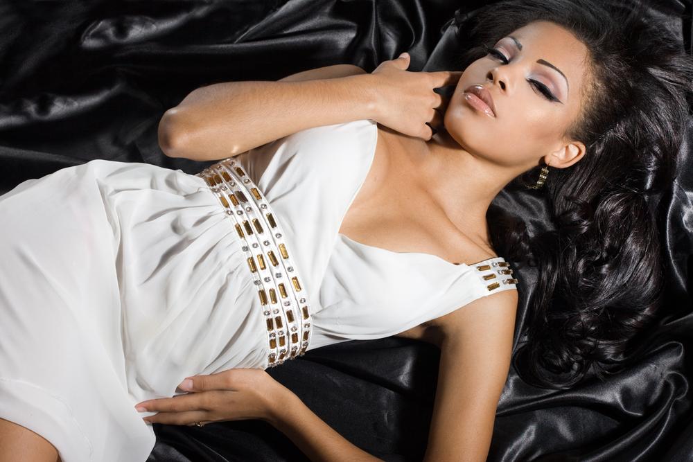 pretty-black-woman-lying-on-bed