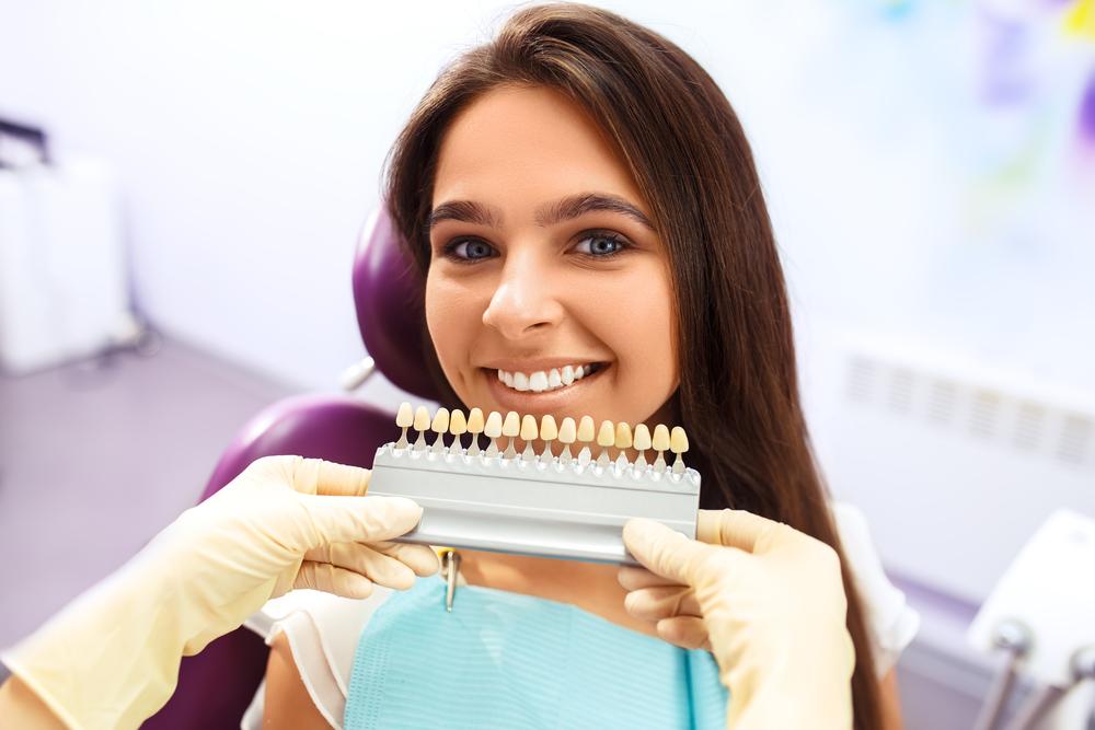 pretty-girl-visits-dentish-to-do-teeth-whitening