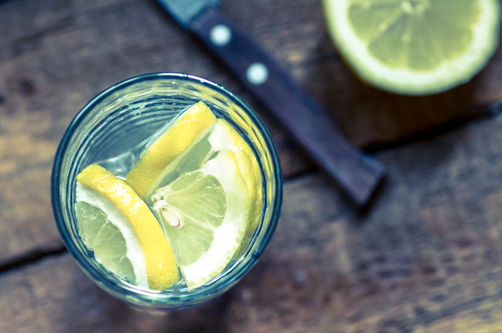 sliced-lemon-in-a-cup-of-water