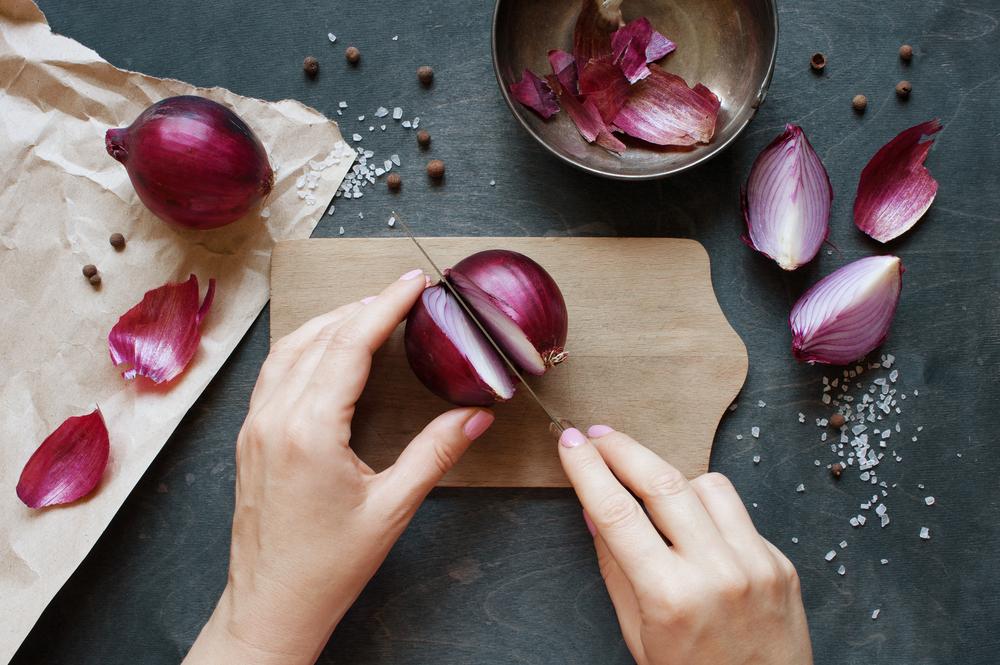 slicing-an-onion-into-half