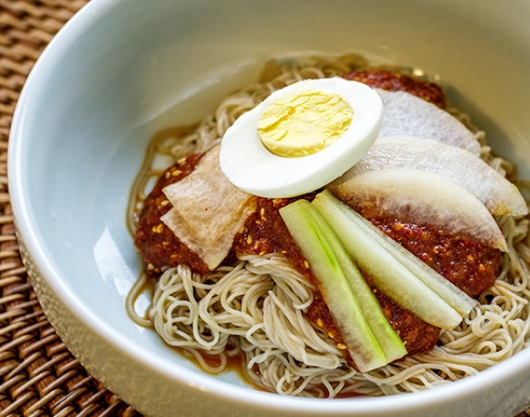 bibim-naengmyeon-cold-spicy-mixed-noodles