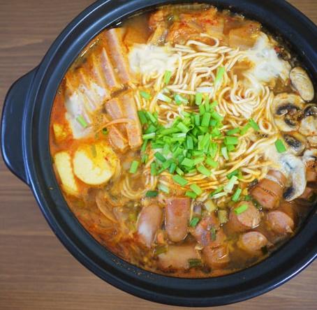 budae-jjigae-korean-army-stew