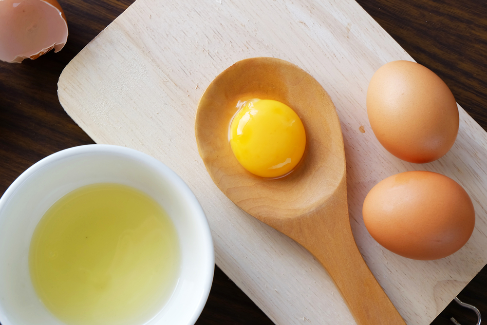 egg-yolk-separated-from-egg-white