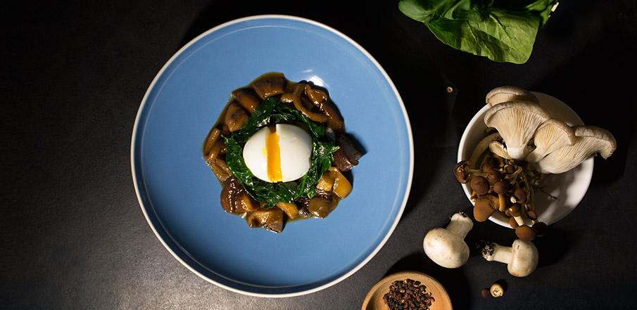 Eggs, mushrooms and coffee