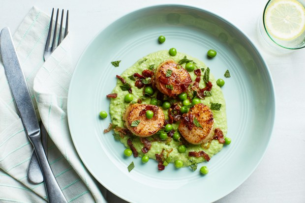 Seared Scallops with Mint, Peas and Bacon