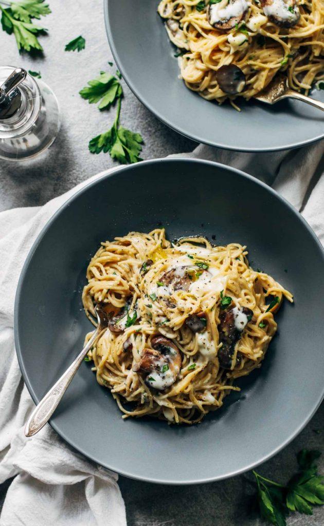 creamy-garlic-herb-mushroom-spaghetti