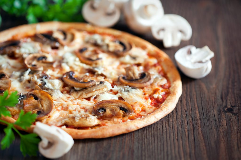 mushroom-and-garlic-pizza