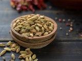 15 Health Benefits of Cardamom: Reduced Risk of Diabetes & Improved Digestive System