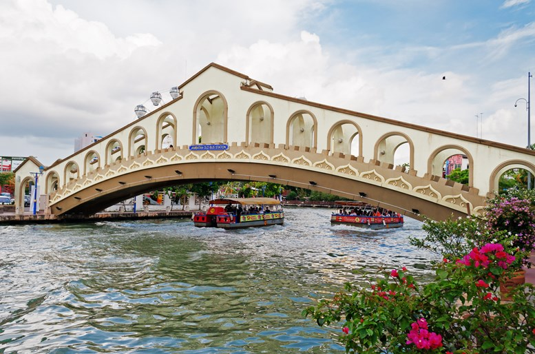 An arch bridge over the Malacca river near Jambatan Old Bus Station.