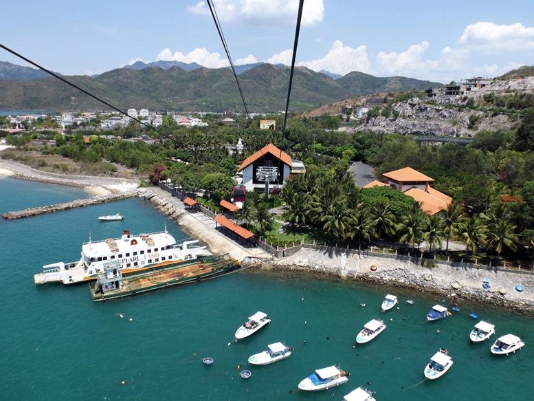 Cable car arriving at Hon Tre Island (Vinperl Amusement Park)