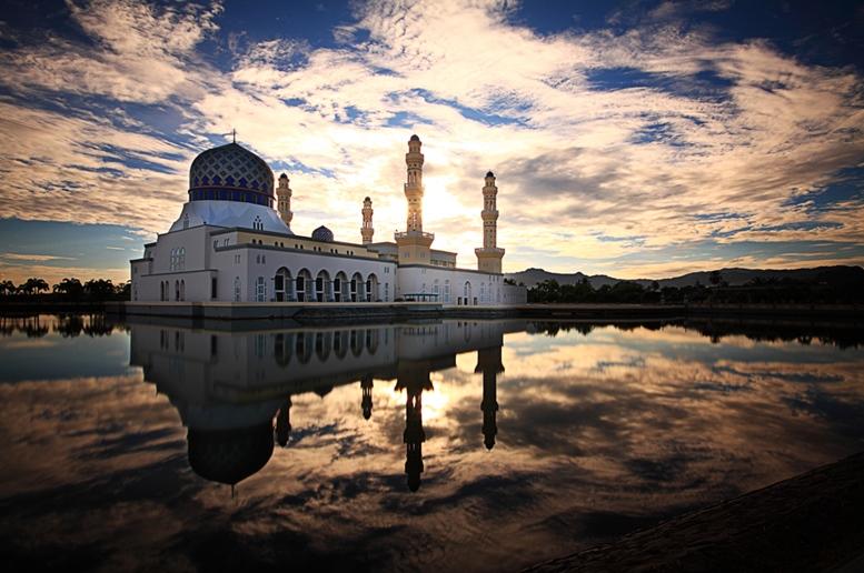 Kota Kinabalu City Floating Mosque, Sabah Borneo Malaysia Article - Featured Image 2