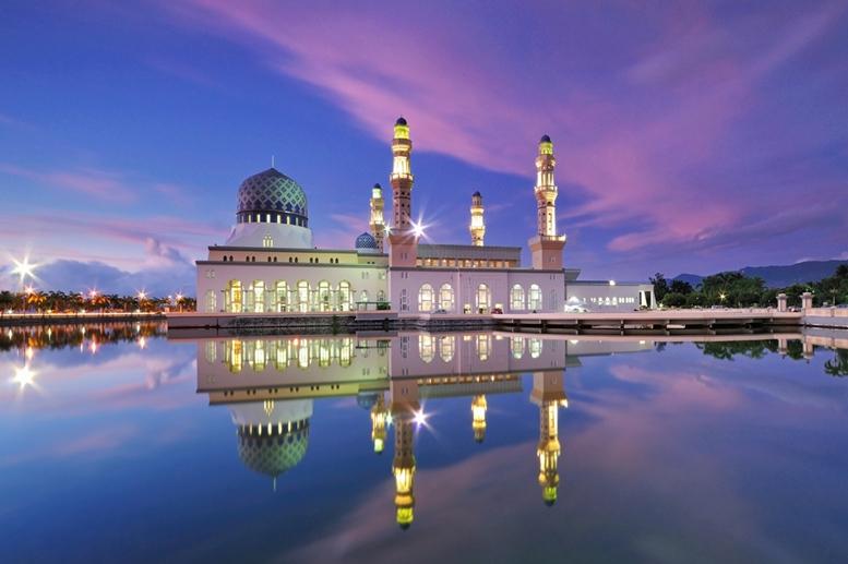 Kota Kinabalu City Floating Mosque, Sabah Borneo Malaysia Article - Featured Image