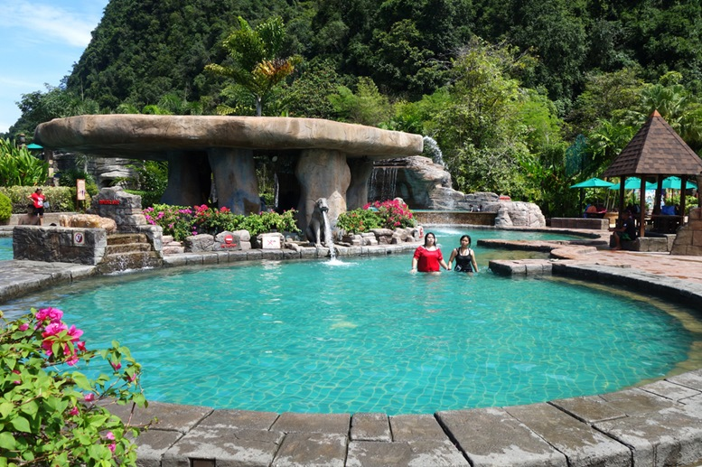 Lost World of Tambun Theme Park offers a lots of activity and experience for family vacation