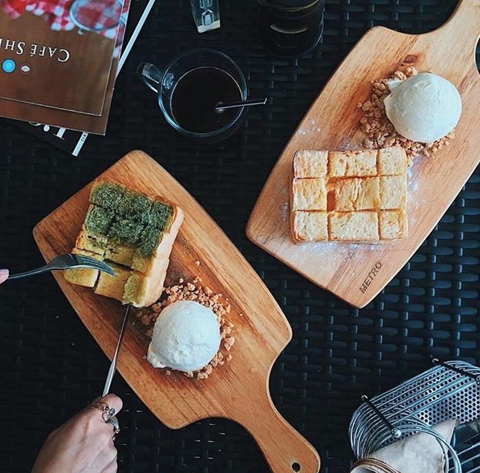 Matcha Green Tea and Salted Egg Lava Toasts! - Café Shibuya