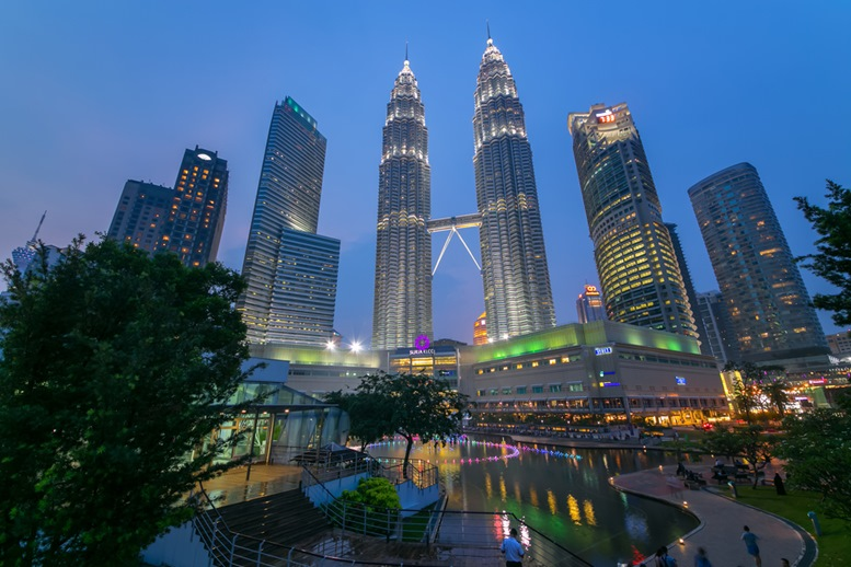 Petronas Tower Twin Tower in Kuala Lumpur