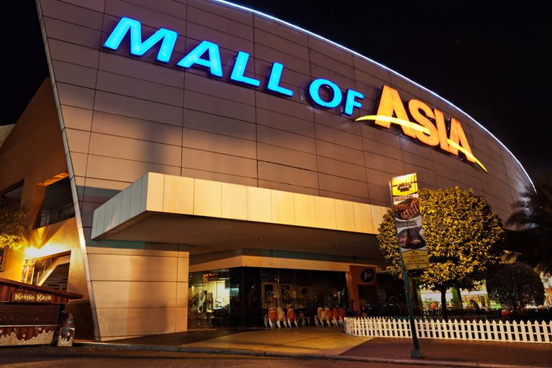 SM Mall of Asia (MOA) is a 2nd largest mall in the Philippines 2