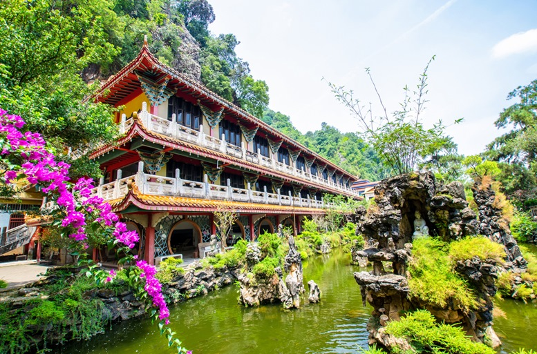 Sam Poh Tong Temple which is located at Gunung Rapat in the south of Ipoh.