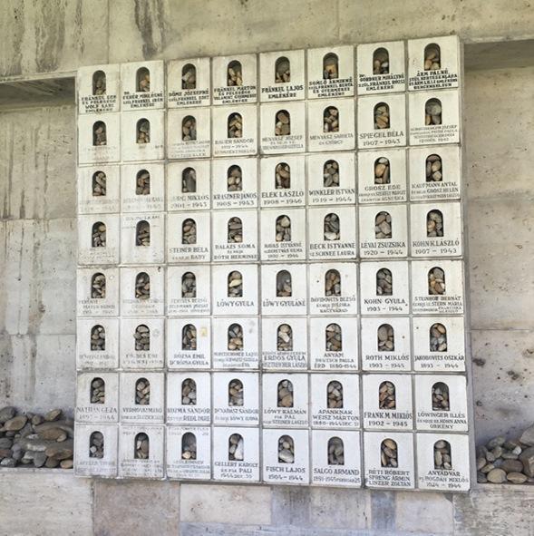 The memorial wall of the Tree of Life Memorial (Gao Jing's image)