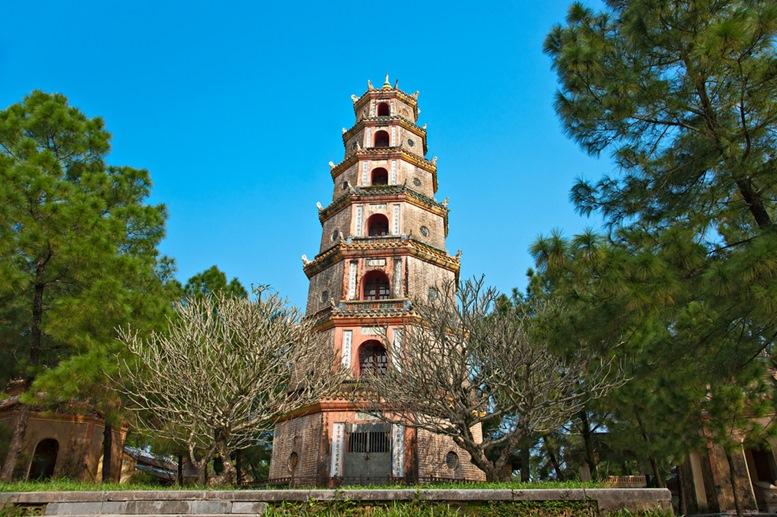 Thien mu pagoda in Hue city, Vietnam 2