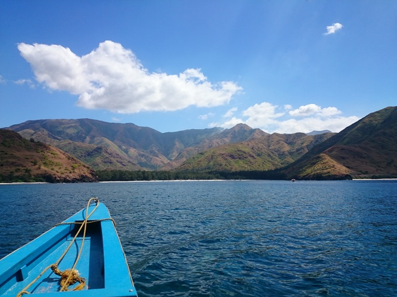 Boat ride to Anawangin Cove
