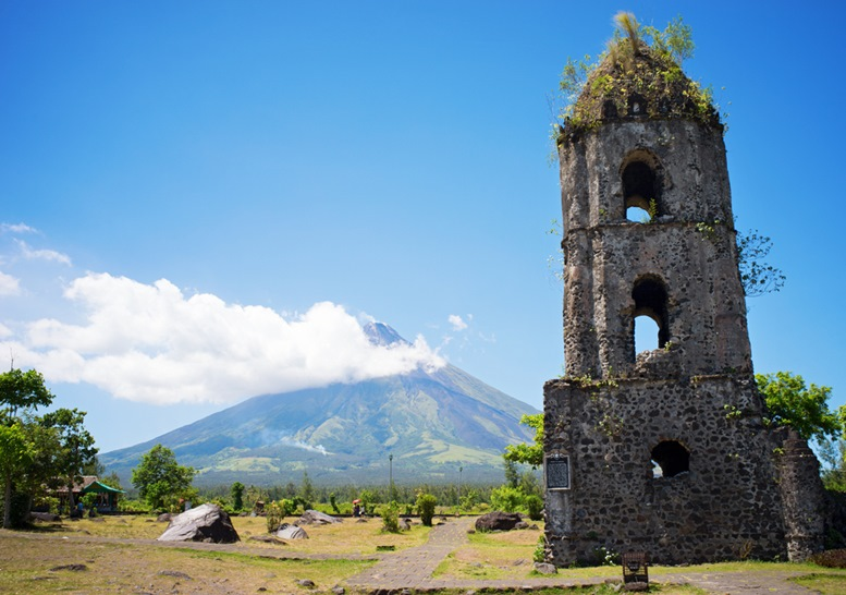 Cagsawa church ruins with the smoky Mount Mayon volcano in the background