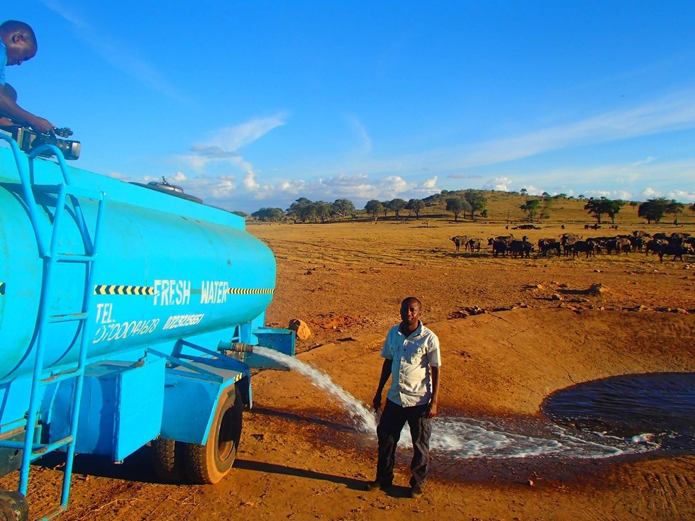 Kenya Water Man Saves Animals From Dying of Thirst - Featured Image