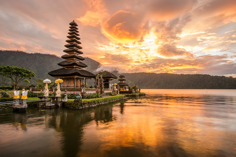 Pura Ulun Danu Bratan, Hindu temple on Bratan lake
