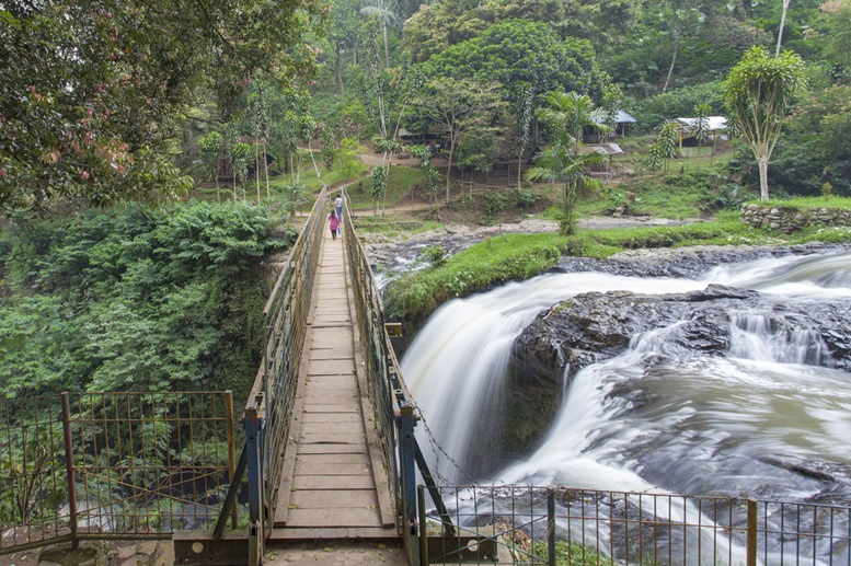 Travelling around the mountain of Tangkuban Perahu in Bandung