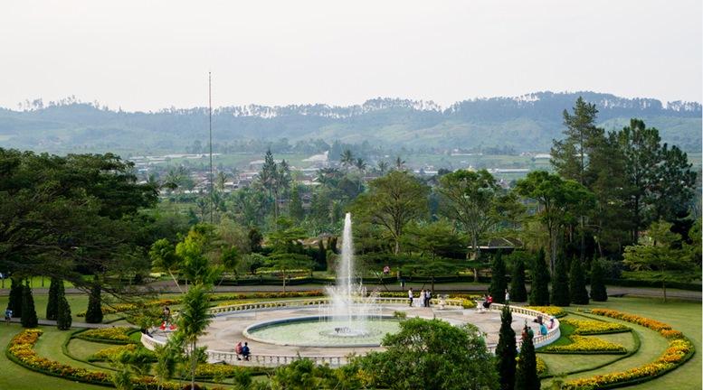 Water fountain at Taman Bunga Nusantara, Bogor, Indonesia.