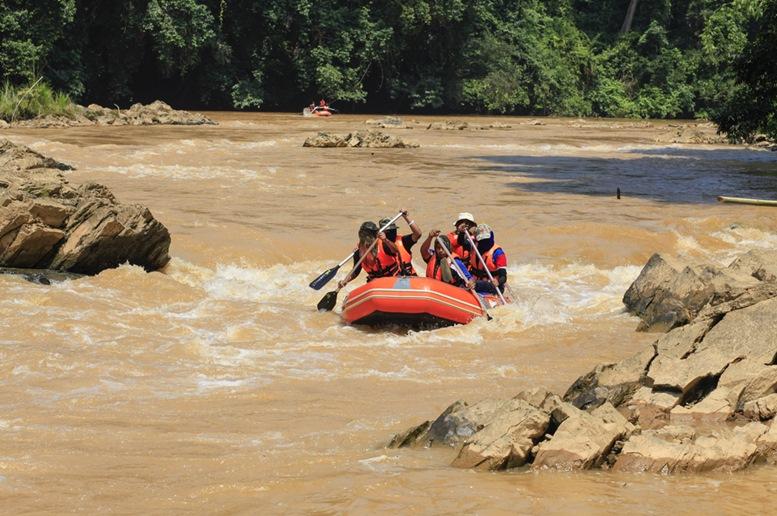 rafting at Nenggiri River 2